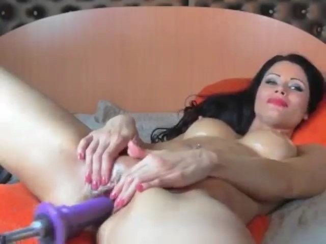 Busty Cam Milf Enjoys Fucking Her Holes On Live Show