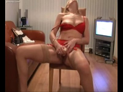 Mature Blonde Woman Stuffs Her Nice Pussy On Webcam