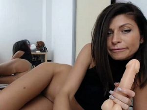 Mysterious Mistress Poses Nude On Live Sex Cam