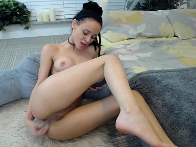 Slim Girl Vikki Toys Her Small Asshole On Sex Cam