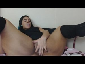 Sexy Chubby Ebony Girl Briana Plays With Her Wet Pussy On Cam