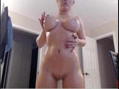 Amateur Cam Babe BrookeX Oils Up Her Sexy Body