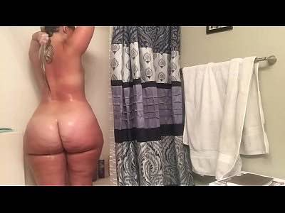 Blonde Pawg Does A Shower Show On Cam