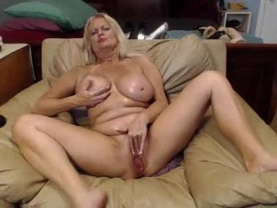 Busty Granny xxtammy123xx Does A Live Sex Cam Show